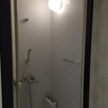 新郎新婦控室にシャワーあり。