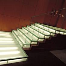 披露宴会場 登場の階段