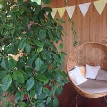 ガーデン内のソファ