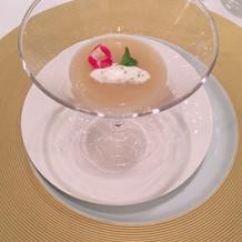 洋梨と根セロリの冷製スープ