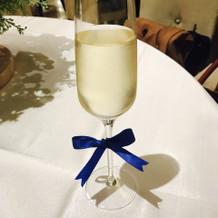 乾杯グラスのリボン