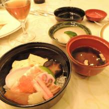 お祝いなので、ちらし寿司にしました。
