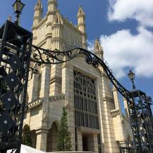 青空に映える大きな教会が素敵でした!