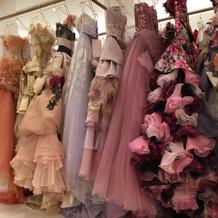 ドレスルームのドレス。