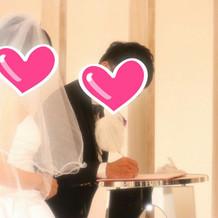 結婚証明書にサイン
