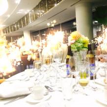 披露宴会場 テーブル