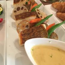 鮮魚のポワレ ライムソース・ヴァンブラン