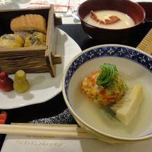 湯葉饅頭あられ揚げと穴子蒸し寿司