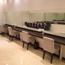 招待客の化粧直しのスペースです。