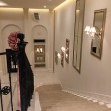 会場の登場階段