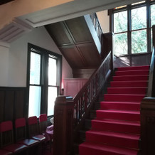 本館赤階段