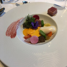 前菜の甘海老、マグロ、お野菜