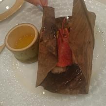 海老が中に包まれてます。味が薄かった。