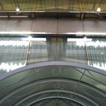 チャペルを上からも見られる窓