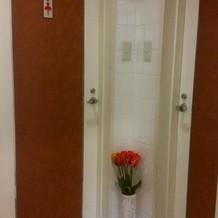 近くにトイレも完備です。