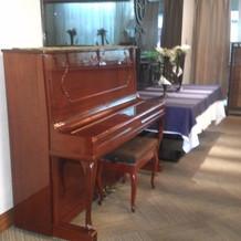 アップライトピアノが設置されていました。