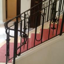 チャペルから降りてくる階段