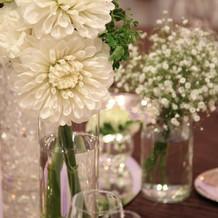 各卓テーブル花