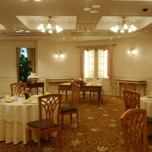 披露宴会場。優しい雰囲気のお部屋でした。