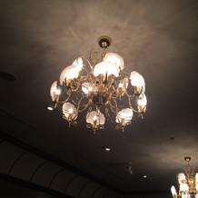 披露宴会場の貝の形の照明