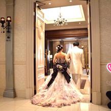 カラードレスは水原希子さんデザイン