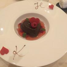 スイーツのハート形のチョコムース