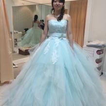 水色のカラードレス