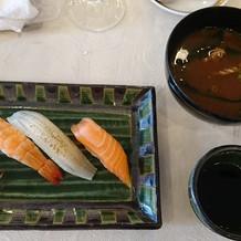 お寿司と赤だしです。