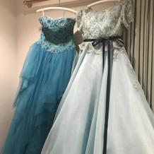 カラードレス(左の濃い青色を着ました)