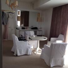 準備をする部屋です。ホテルの一室す。
