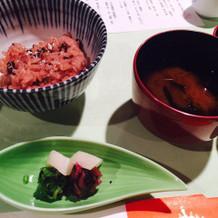 赤飯、赤出汁、漬物