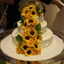 見た目も綺麗な生花のひまわりケーキ