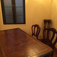 受付もアンティーク家具。