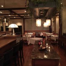 1階レストランホールは少人数用の会場に。
