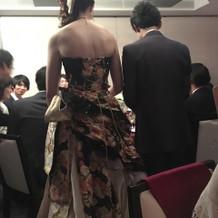 和ドレスの後ろ