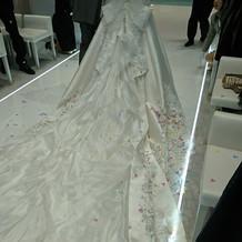 大きいドレスでもゆったり歩ける