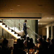 階段からの入場。
