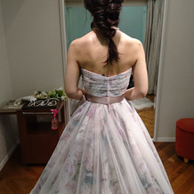 カラードレス、後ろ姿