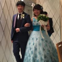 カラードレスはグリッターが素敵でした。