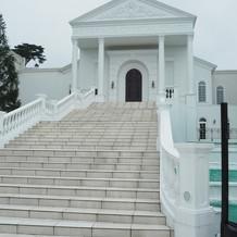 チャペル外の階段