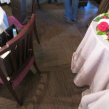 ちょっとテーブルとテーブルの間が狭いかな