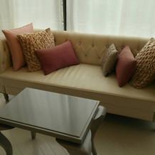 ブライズルームのソファ(ピンク)