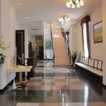 階段を登ると控え室があります。