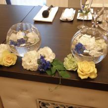 ゲスト卓の装花。色々な飾り方がある。