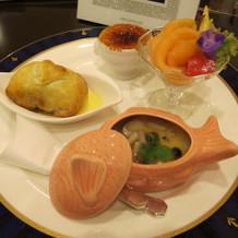 鯛の器に入っているのは洋風茶碗蒸しです。