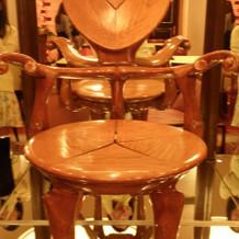 ガウディの椅子が展示されている披露宴会場