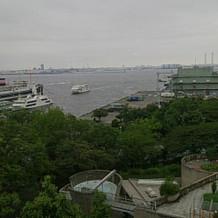 ガーデン挙式は横浜らしい景色が見られる。