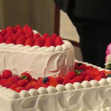 ケーキ(ハート2段ポイントフルーツ)
