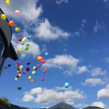 全員で風船を飛ばす演出