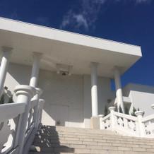 宮殿のようなチャペルから続く階段